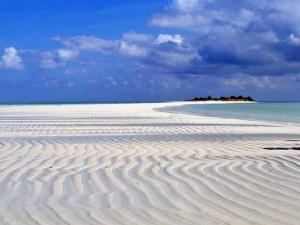pasir putih pulau noko di gresik